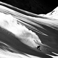Smoky Powder turn    #snowboarding