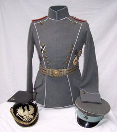Officer's ulanka, tschapka and schirmmutze for Ulanen-Regt. Hennigs von Treffenfeld Nr. 16. The two piping colors (light blue and white) are unique to UR12 and UR16 vs. the single piping color on the remainder of the uhlan regiments