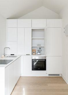 Kitzen keittiöiden tyylikokoelmat - Living with less Home Kitchens, Kitchen Ideas, Sweet Home, Kitchen Cabinets, Traditional, Interior Design, Heart, Quotes, House