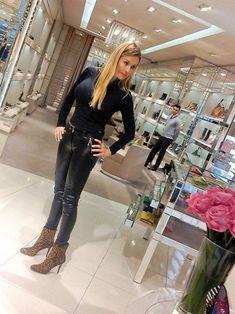 https://flic.kr/p/21DAEGq | The Beauty of a girl in leather