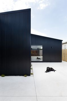 Red Architecture are a boutique architectural practice specialising in residential housing, commercial buildings and fitouts. House Cladding, Exterior Cladding, Metal Cladding, Metal Siding, Metal Roof, Red Architecture, Tole Acier, Shed Homes, Cute House