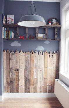 DECO / DIY / Réaliser une frise en bois de récup'. Cela va apporter de la chaleur et une isolation phonique et thermique supplémentaire tout en customisant l'espace.  Astuce : privilégiez un seul mur pour cette intervention au risque de charger l'ambiance générale de la pièce. Choisissez un bois de récup' proposant plusieurs tonalité pour plus de sensorialité.