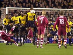 #Bayern fans, if you remember this you are awesome! 2001 Bayern vs Arsenal Scholl freekick goal