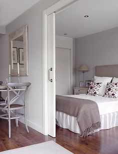 22 Space Saving Sliding Interior Doors for Spacious and Modern Small Rooms small rooms with sliding doors, space saving interior design ideas Small Room Bedroom, Small Rooms, Bedroom Decor, Bedroom Ideas, Small Room Design, Pocket Doors, Decorating Small Spaces, Innovation Design, Space Saving