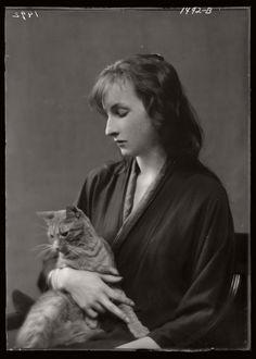 arnold-genthe-1910s-vintage-studio-portraits-of-girls-with-cat-11