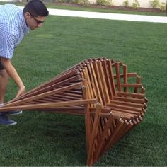 These wooden seats fold flat These lawn chairs are incredible! They are designed by Federico Erebia, who was inspired by the movements of spiders. You can get the chairs in different sizes and colors, and they are the perfect addition to any garden. Wooden Garden Chairs, Outdoor Furniture Chairs, Folding Furniture, Lawn Furniture, Wooden Pallet Furniture, Lawn Chairs, Bamboo Chairs, Wooden Folding Chairs, Plastic Chair Design