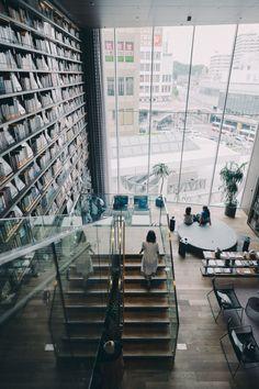Tsuyoshi Hasegawa; Osaka bookstore