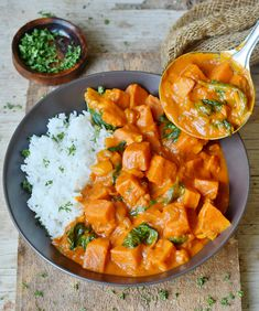 Sweet Potato Curry with spinach! This easy recipe can be made in an Instant Pot or cooked on the stove! A healthy vegan dinner which is creamy & flavorful! Healthy Curry Recipe, Curry Recipes, New Recipes, Vegetarian Recipes, Healthy Recipes, Sweet Potato Curry Vegan, Manger Healthy, Vegetable Curry, Sweet Potato Recipes