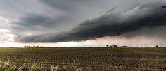 http://4giul.wordpress.com/2013/05/28/domenica-26-maggio-temporale-con-shelf-cloud-nel-portogruarese/
