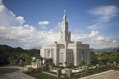 Photos of temple from around the world of The Church of Jesus Christ of Latter-day Saints (also LDS Church or Mormon Church) Mormon Temples, Lds Temples, Mormon Temple Garments, Mormon Beliefs, Later Day Saints, Lds Church, Panama City Panama, Kirchen, Central America