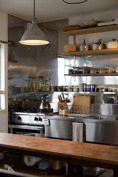 名古屋市天白区の松美建設の手がける、スケルトンリフォーム キッチン 業務用ステンレス