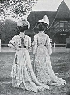 A couple of elegant women showing their backs, 1906