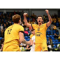 Jak dobrze wstać w poniedziałek po zwycięstwie z mistrzem Polski i info o Kurku . #GoSkra #pge #skra #zwyciężamy #walczymyomistrzostwo #pgeskra #TeamSkra #skrabelchatow #morethanvolleyballmorethanpassion #yellowblack #plusliga #kedzierzynkozle #sercerosnie #naszczas #nowysezon #tesamecele #kurek #bartekkurek