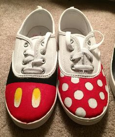 Minnie and Mickey Disney Shoes Painted Canvas Shoes, Painted Sneakers, Mickey Shoes, Shoe Makeover, Tennis Shoes Outfit, Converse, Sneakers Fashion Outfits, Custom Shoes, Types Of Shoes