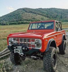 ford trucks old Classic Bronco, Classic Ford Broncos, Classic Trucks, Classic Cars, Cool Trucks, Big Trucks, Pickup Trucks, Lifted Trucks, Small Trucks