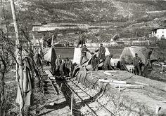 Calliano, inverno 1916 Lavori di fortificazione presso l'Adige. Posa di una piccola strada ferrata per il trasporto delle merci dall'Adige ai magazzini.   #TuscanyAgriturismoGiratola
