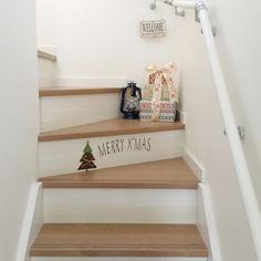 makochi.mさんの、壁/天井,ダイソー,ウォールステッカー,salut!,セリア,クリスマス,階段,ランタン,プレゼントボックス風,のお部屋写真