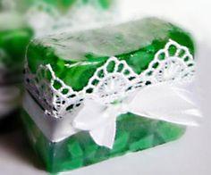 Aprenda uma receita simples de sabonete glicerinado. #DIY