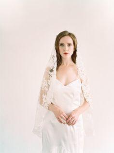 Mantilla Veil Ivory Bridal Wedding All Lace Vintage Fingertip Spanish Giovanna