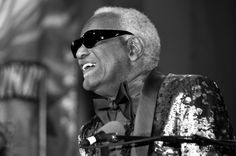Ray Charles in concert (1990s). Photo by (another) Michael Jackson.
