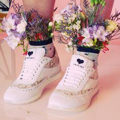 Сегодня, была очень прикольная весенняя фотосессия, на которой я была не только стилистом, но ещё попробовала себя в роли флориста.… Baskets, Fashion Shoot, Sneakers, Wedding, Shoes, Tennis, Valentines Day Weddings, Slippers, Zapatos