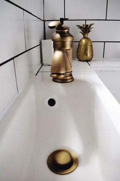 vintage-brass-bathroom-fittings-sink-tap-waste-brass-pineapple