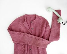 Vintage sweater // dusty pink hand knit cardigan by Yugovicheva