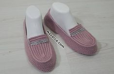 Stoned Ballet Making - Stricken Crochet Slipper Boots, Crochet Shoes, Crochet Slippers, Baby Knitting Patterns, Tabata, Fashion Shoes, Sneakers, Crafts, Slippers