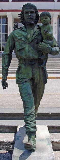 Bronze Statue of Che Guevara and the Child of the Revolution in Santa Clara Santa Clara, Cienfuegos, Tupac Shakur Thug Life, Che Guevara Photos, Trinidad, Havana, Children Of The Revolution, Ernesto Che Guevara, Rotterdam