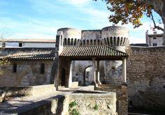 84210 Pernes les Fontaines - historic buildings, gate houses and towers: Tour Ferrande, Tour de l'Horloge, Porte Saint-Gilles, Porte de Villeneuve, Halle Couverte, Hotel de Ville, Provence Costume Museum