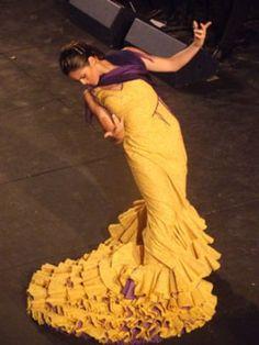 Bailaora Patricia Guerrero con traje de flamenca de bata de cola ...