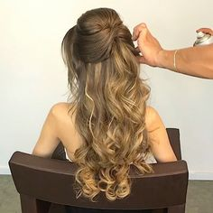 You can make your hair in a short time and easily amazing! These tutorials will … You can make your hair in a short time and easily amazing! These tutorials will make you feel sorry for your time at the hair salon! Formal Hairstyles For Long Hair, Long Curly Hair, Bride Hairstyles, Down Hairstyles, Curly Hair Styles, Hairstyle Ideas, Bridesmaid Hair, Gorgeous Hair, Hair Looks