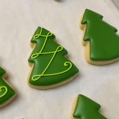 Are you lacking inspiration for a Christmas dessets? These cute festival Christmas desserts are perfect for this holiday! Christmas Tree Cookies, Cake Mix Cookies, Cookies Et Biscuits, Holiday Cookies, Royal Icing Cookies, Cupcakes, Holiday Baking, Christmas Desserts, Christmas Treats