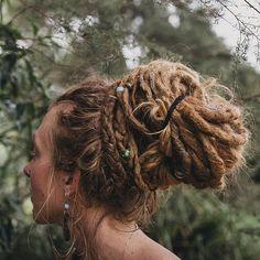 News - Dreadlock Hairstyle Gallery — Mountain Dreads Imágenes efectivas que le proporcionamos sobre diy - Blonde Dreads, Dreadlocks Girl, Synthetic Dreadlocks, Dread Braids, Dread Bun, Dreadlock Hairstyles, Scarf Hairstyles, Messy Hairstyles, Natural Hairstyles
