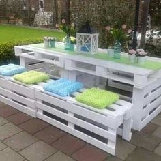 Wood Pallet Beds and Gorgeous Wood Ideas White pallet patio set. I love the white with the soft pink flowers and lantern. So pretty! The post Wood Pallet Beds and Gorgeous Wood Ideas appeared first on Pallet Diy. Wood Pallet Beds, Diy Pallet Furniture, Furniture Projects, Outdoor Furniture Sets, Pallet Fence, Pallet Chair, Backyard Furniture, Backyard Patio, Furniture From Pallets