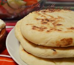 Paine la tigaie Romanian Food, 30 Minute Meals, Food And Drink, Breakfast, Ethnic Recipes, Pastries, Breads, Tv, Home