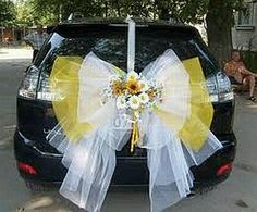 White and yellow bow to decorate your car for your wedding day wedding-car-decorations- Bridal Car, Wedding Car Decorations, Wedding Transportation, Dream Wedding, Wedding Day, Flower Arrangements, Wedding Planner, Wedding Flowers, Wedding Bows