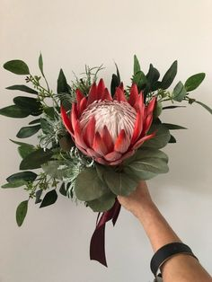 King Protea bridal bouquet, artificial realistic to look at - Modern Flor Protea, Protea Flower, Dried Flowers, Paper Flowers, Sogetsu Ikebana, King Protea, Australian Flowers, Sea Holly, Bridal Packages