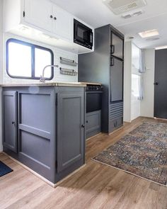 This is one of the best cases of an that we've seen in a long time. Great shot - This is RV Goals! Vintage Camper Interior, Rv Interior, Vintage Campers, Vintage Airstream, Interior Design, Travel Trailer Remodel, Airstream Remodel, Airstream Trailers, Travel Trailers