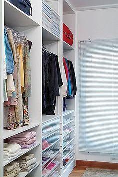 10 dicas para um closet pequeno mas funcional! Veja clicando aqui! Veja no #SimplesDecoracao