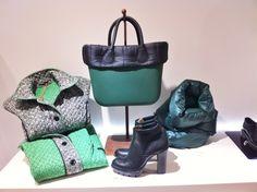 Borsa OBag verde con bordo piumino nero.Beatles Fondo carrarmatoe tacco 10 cm.Piumino reversibile verde/grigio. #doricocalzature #bag #obag #bootie #beatlesboot www.doricocalzature.it