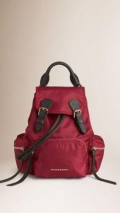 Vermelho bandeira Mochila The Rucksack pequena de nylon e couro impermeáveis - Imagem 1