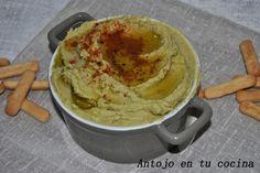 Hummus con aguacate -  400 gr de garbanzos cocidos 2 aguacates 2 ajos 1/2 limón (el zumo) unas cucharadas del caldo de cocción de los garbanzos una pizca de comino, sal, pimentón dulce y aceite de oliva.