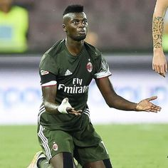 Niang and Kucka see red as AC Milan midfield overrun in loss to Napoli
