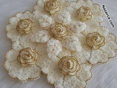 4 BOYUTLU GÜLLÜ YAPRAKLI LİFZADE LİF TARİFİ | Nazarca.com Crochet Doily Diagram, Crochet Flower Tutorial, Diy Crochet, Crochet Doilies, Crochet Flowers, Crochet Baby, Crochet Patterns, Diy Crafts Knitting, Crochet Doll Dress
