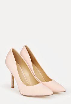 De punta y con un tacón medio fino, estos zapatos tipo stiletto activan tu lado más lady. Los tienes en cuatro colores pastel distintos, para elegir los que más te gusten....