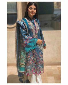 Simple Kurti Designs, Kurta Designs Women, Pakistani Dress Design, Pakistani Outfits, Stylish Dresses For Girls, Girls Dresses, Kurta Neck Design, Indian Designer Suits, Indian Dresses