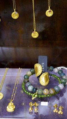 Satya Jewelry ist Schmuck mit Symbolbedeutung - Ganesha, Buddha, Lotus, Hamsa, Sun & Moon,...<3 Jetzt bei uns im Laden in Hamburg-Ottensen oder in unserem Onlineshop: lilu117.com #lilu117 #satya #satyajewelry #schmuck #ring #kette #necklace #ohrring #earring #accessoires #shoppingqueen #trendsetter #fashion #mode #trend #ottensen #hamburg #indien #yoga #namaste #modedesign #gold #silber #farben #musthave #trend #lotus #hamsa #lebensbaum #mutter #tochter #freudnschaft #geschenk