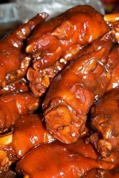 How To Cook Pork Hocks - w/ 2 recipes: Collard Greens with Pork Hocks and Pork… Quick Beef Recipes, Pork Chop Recipes, Simple Recipes, Bbq Pig Feet Recipe, Pork Trotter Recipe, Trotters Recipe, Chinese Bbq Pork, Asian Pork, Pork Hock