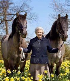 HM Queen Elizabeth II with Balmorals Lowman and Balmoral Jubilee. Die Queen, Hm The Queen, Her Majesty The Queen, Prinz Philip, Prinz William, Lady Diana, Royal Uk, British Royal Families, Queen Victoria